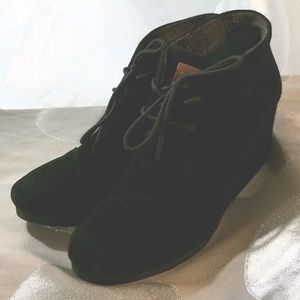 Toms Black Suede Wedge Ankle Boots NWOT US 9